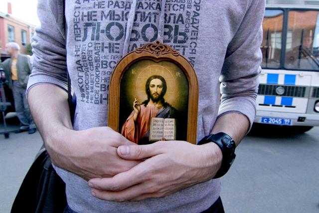 Госдума примет закон о защите чувств верующих в конце марта