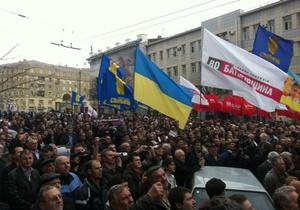 На украинских оппозиционеров напал БТР с морковью