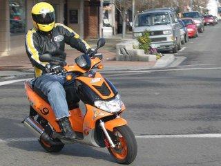 Госдума намерена запретить в России скутеры