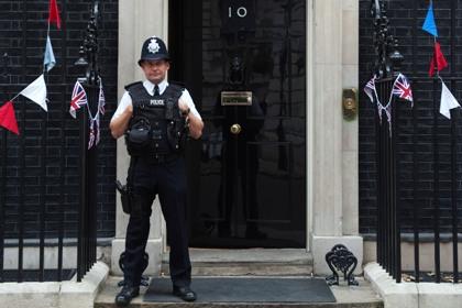 Дверь резиденции премьера Британии останется без охраны ради экономии