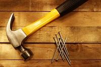 Как выбрать качественный строительный молоток: правила и особенности