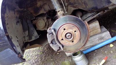 Самостоятельная замена тормозных колодок и необходимые инструменты