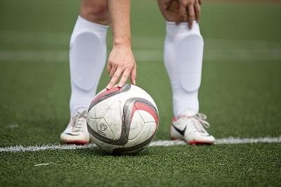 Как выбрать экипировку для занятия футболом: материал и особенности