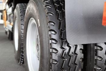 Выбираем шины для грузовых автомашин: виды, требования и особенности