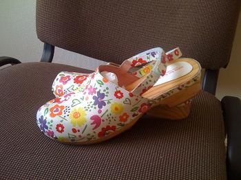 Женские сабо: модные тенденции и с чем сочетается эта обувь