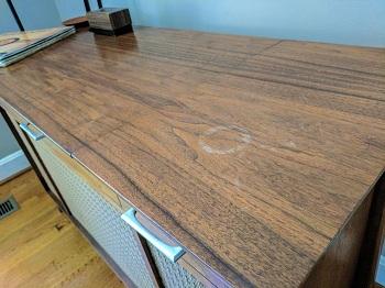 Избавление от мелких дефектов на поверхности деревянной мебели