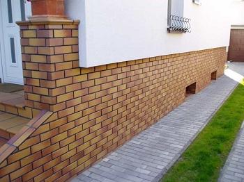 Клинкерная плитка для фасада: преимущества и особенности установки
