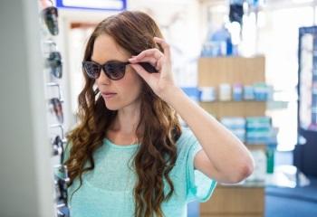 Как подобрать солнцезащитные очки по форме лица: основные правила и совет