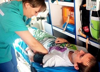 Перевозка лежачих больных: правила, способы и советы