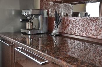 Преимущества установки кухонной столешницы из гранита