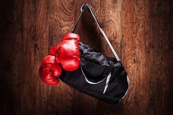 Боксерские перчатки: требования, виды и критерии выбора