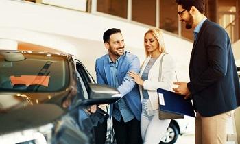 Покупка машины в автосалоне: выбор честных продавцов и советы