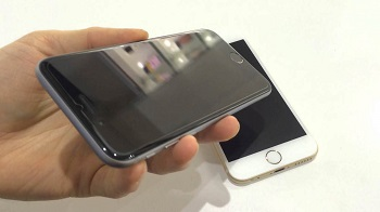 Защитная пленка на телефон: достоинства, виды и правила оклеивания
