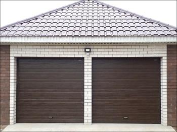 Секционные гаражные ворота: достоинства, виды и монтаж