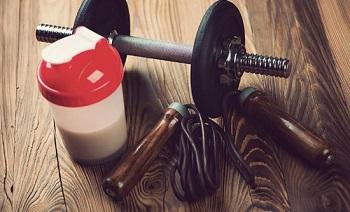 Чем важен протеин для спортсмена и как его употребляют