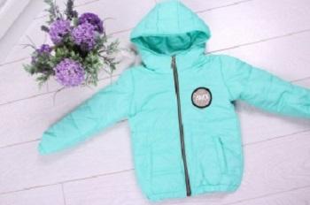 Детские демисезонные куртки: виды, критерии и советы по выбору