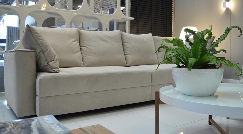 Самостоятельная чистка дивана от жирных пятен: этапы процесса