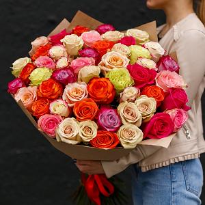 Цветы к юбилею мамы: выбор и идеи оформления букета