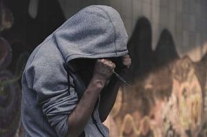 Как распознать наркомана в обществе: способы и советы
