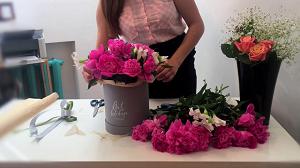 Оформление букета цветов в коробке: способы и советы