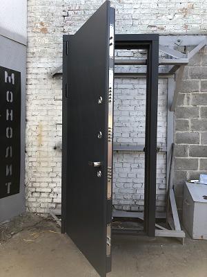 Характеристики и правила монтажа бронированных дверей