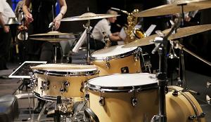 Достоинства игры на барабанах и как научиться