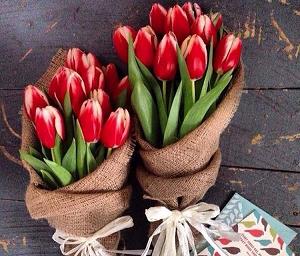 Особенности и идеи оформления букетов из тюльпанов